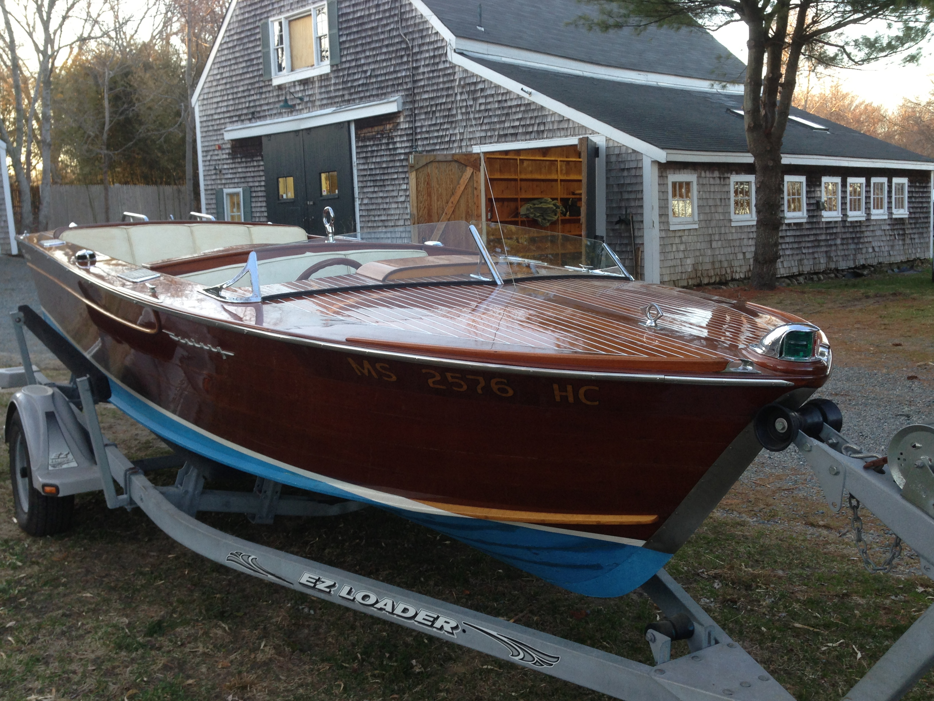 Classic Century Resorter Speedboat
